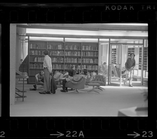 Photographs of patrons in Frost Library, 1971 January 8